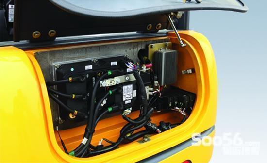 电动机变成发电机,将叉车的动能转变为电能